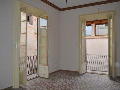 Renovated apartments and shop for sale in Old Town, Palma