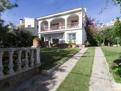 4-bedroom house with garden and pool for sale in Vallpineda