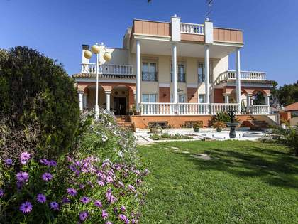 Superb villa with covered pool for sale in La Eliana