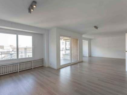 Piso de 198m² con terraza de 20m² en alquiler en Sant Francesc