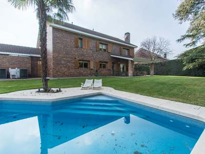400m² House / Villa with 1,000m² garden for sale in Pozuelo