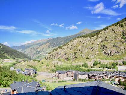 Duplex penthouse to buy in typical Andorra building, Soldeu
