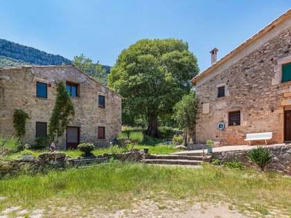 Masía del siglo XVIII a reformar, en venta en Girona