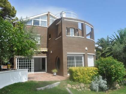 Family house for rent in Castelldefels with sea views