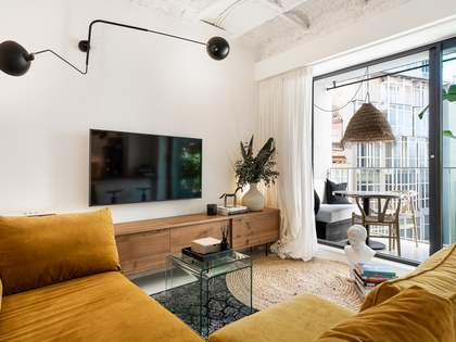 55m² Apartment with 6m² terrace for sale in Eixample Left