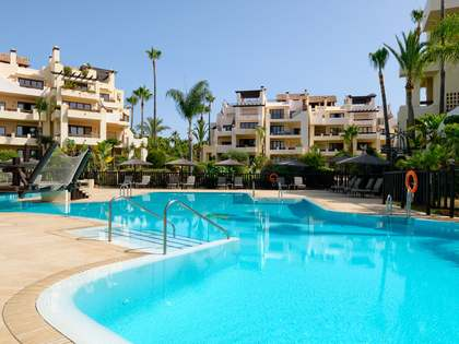 159m² Apartment with 20m² garden for sale in Estepona