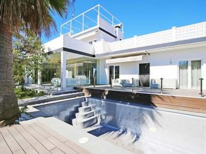 Huis / Villa van 200m² te koop met 1,065m² Tuin in Nueva Andalucía