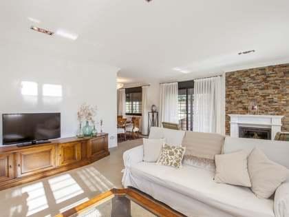 467m² House / Villa with 738m² garden for rent in La Eliana