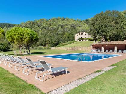 1,000m² Landhaus zum Verkauf in La Garrotxa, Girona