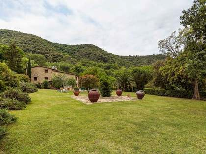 Rustic stone property for sale in the Girona countryside