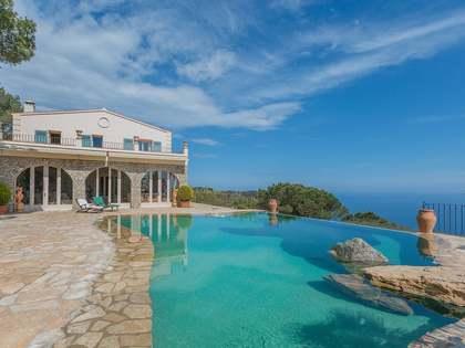 Propiedad de lujo con vista al mar en venta en Begur