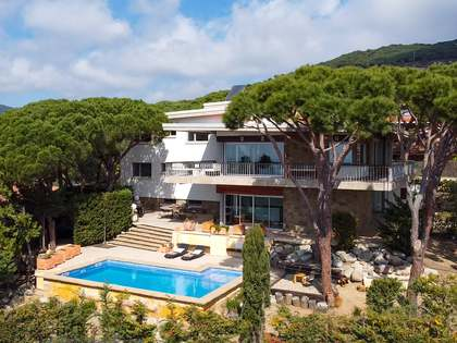 Family house for sale in Cabrils, near Barcelona. Sea views.