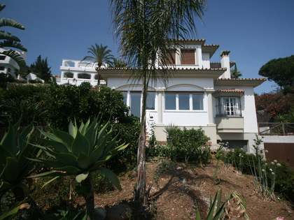 Villa for sale in Neuva Andalucia, Marbella