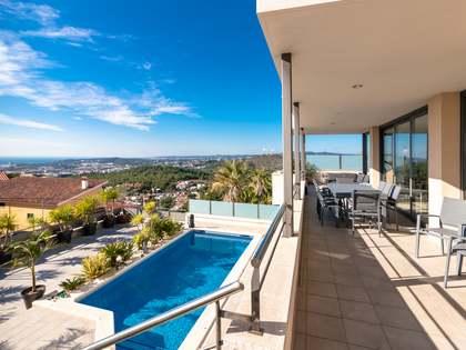 Casa / Vil·la de 384m² en venda a Levantina, Barcelona