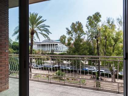 Large apartment for sale in Valencia's Eixample district