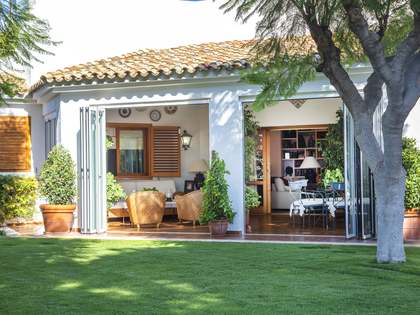 255 m² house with 776 m² garden for sale in Los Monasterios