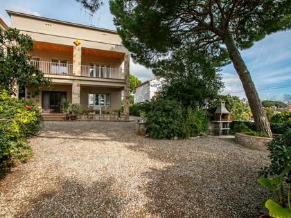 252m² House / Villa with 800m² garden for sale in El Masnou