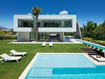 692m² House / Villa with 474m² terrace for sale in Nueva Andalucía