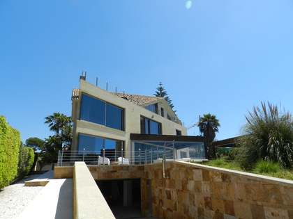 Villa 5 pièce au bord de la mer à vendre à El Rosario, à Marbella.