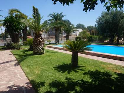420 m² house with a garden for rent in La Eliana