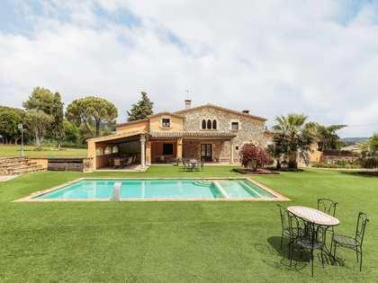 Casa rústica de 8 dormitorios, en venta en el Baix Empordà