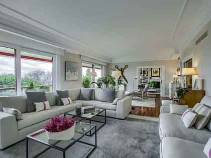 307m² Lägenhet med 50m² terrass till salu i Pozuelo, Madrid
