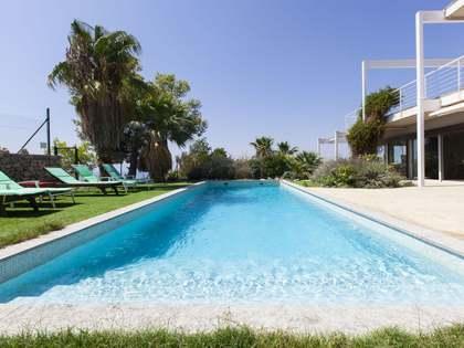 Casa en venta con fantásticas vistas al mar en Sitges.