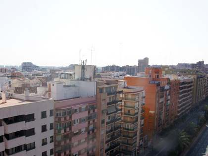 190m² apartment with 12m² terrace for sale, El Pla del Real