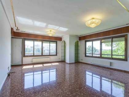 Piso de 175m² con 12m² terraza en venta en Extramurs