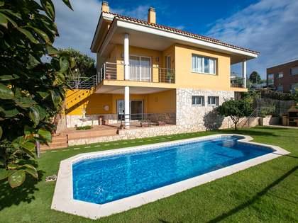 Дом / Вилла 370m², 18m² террасa на продажу в Канет де Мар