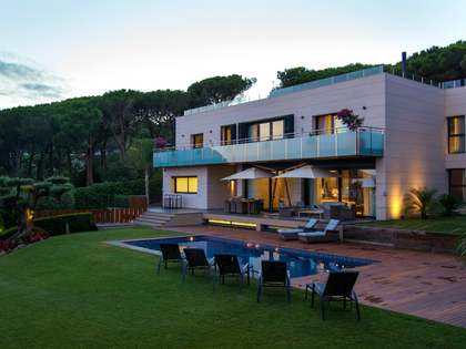 Designer villa for sale on the north coast of Barcelona
