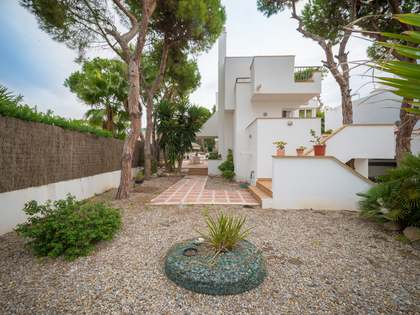 287 m² house with 591 m² garden for sale in Gavà Mar