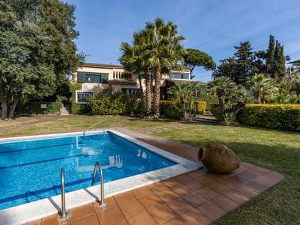 650m² House / Villa with 6,150m² garden for sale in Canet de Mar
