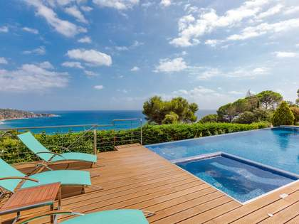 1,110m² House / Villa with 1,933m² garden for sale in Sant Feliu de Guíxols - Punta Brava