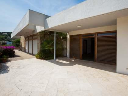 Huis / Villa van 950m² te koop in Cabrils, Maresme