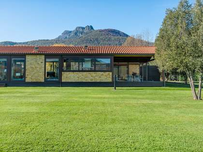 Дом / Вилла 531m² на продажу в Ла Гарротча, Провинция Жирон