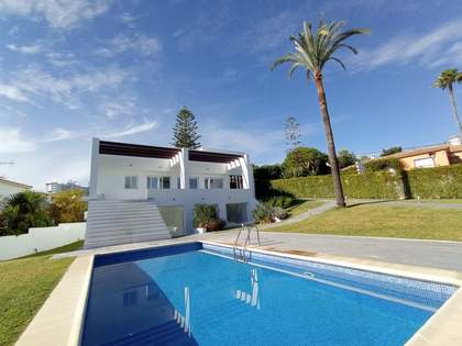 Huis / Villa van 400m² te koop met 1,153m² Tuin in Nueva Andalucía