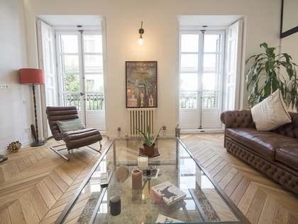 Renovated 2-bedroom apartment to buy in Madrid city centre