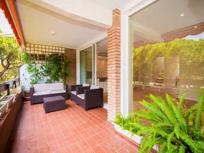 120 m² penthouse with 5,500 m² garden for sale in Gavà Mar