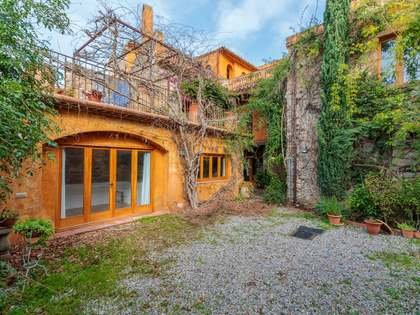 465m² Country house with 122m² garden for sale in Baix Empordà