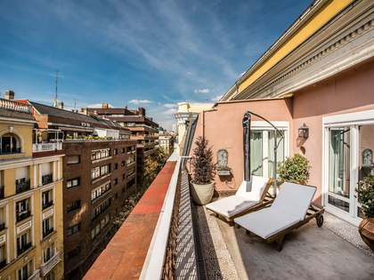 177m² Apartment with 20m² terrace for sale in Almagro