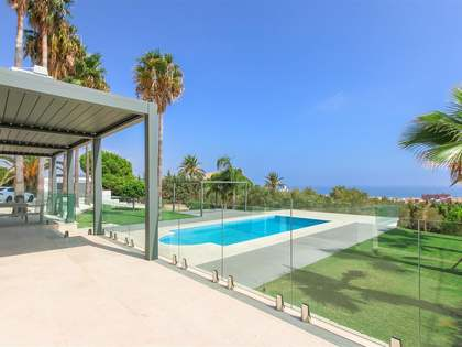 350m² House / Villa with 2,628m² garden for sale in Estepona