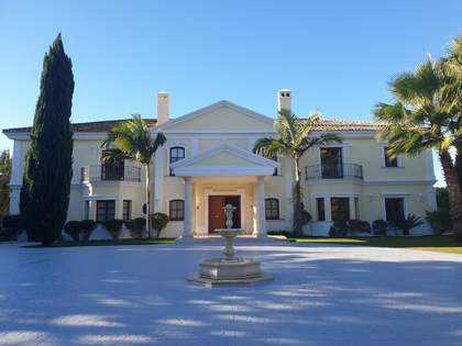 Casa / Villa di 1,322m² con giardino di 3,210m² in vendita a Golden Mile