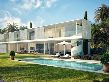 753 m² villa with a pool for sale in Estepona