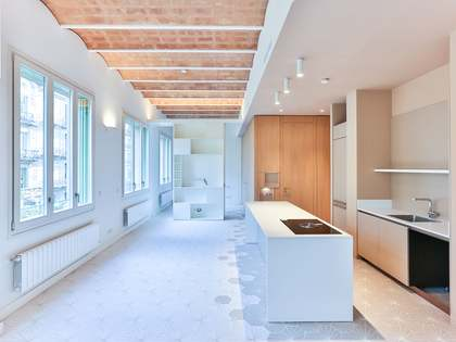 69m² Apartment for sale in Eixample Right, Barcelona