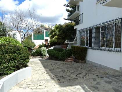 Traditional style home for sale in Cruz Quebrada-Dafundo