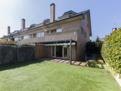 Дом / Вилла 335m² на продажу в Посуэло, Мадрид