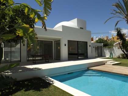 Huis / Villa van 295m² te koop met 600m² Tuin in Nueva Andalucía