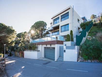 Excelente villa moderna en venta a 1,5 km de Lloret de Mar