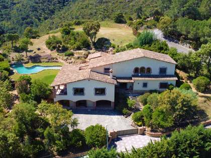 895m² Hus/Villa till salu i Santa Cristina, Costa Brava